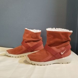 Nike Golkana Winter Boots Dusty Peach Color Size 9